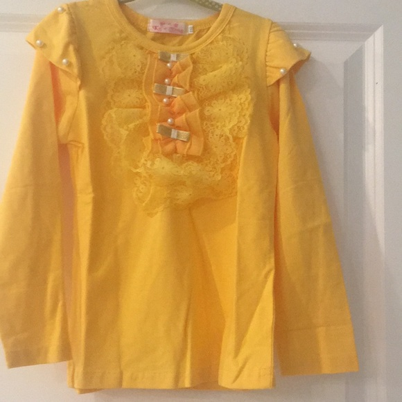 Other - Yellow ruffled lace shirt